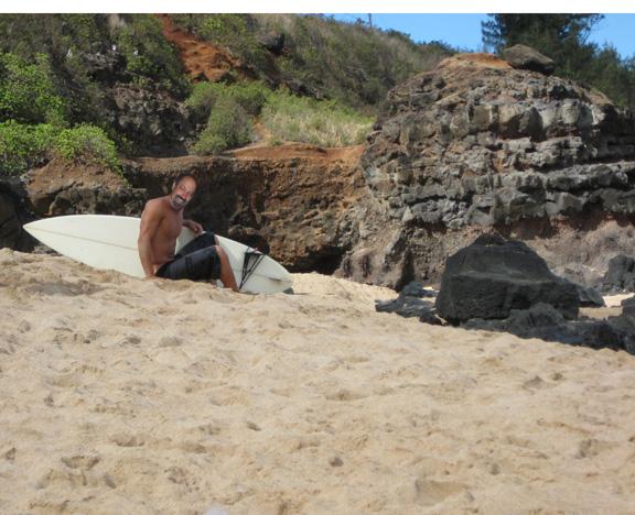 Posing w surfboard
